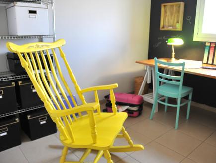 בית לבד 55, כיסא ההרהורים וההשראה הצבוע (צילום: מיכל יניב)
