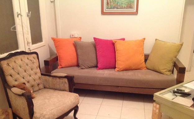 בית לבד 20, ספה מסגנון אחר לגמרי לפני ששודרגה והותאמה (צילום: צילום ביתי)