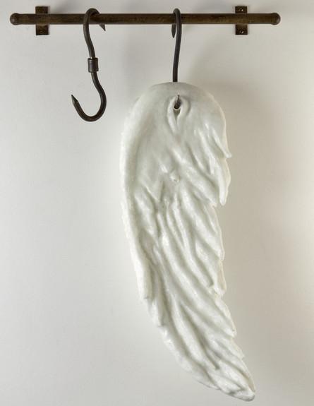 פתיחת העונה חולון, מירה מיילור, כנף, 2010, זכוכית וברזל (צילום: באדיבות האמנית)