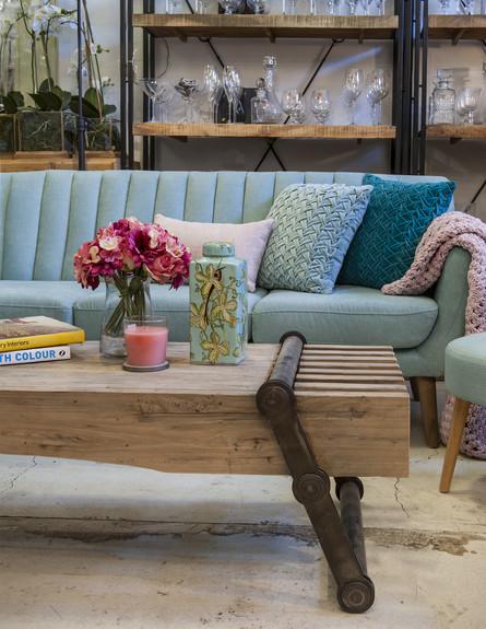סידור שולחן,  גלריה בחצר מושב גיאה. סטיילינג מירב פרלמן (צילום: אורית אלפסי)