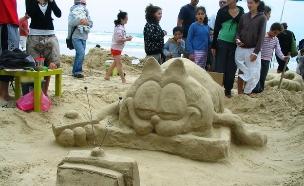 פיסול בחול בבית ינאי נחל אלכסנדר (צילום: אייל מטרני)