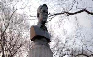 פסל בדמות סנואודן שהקימו תומכיו