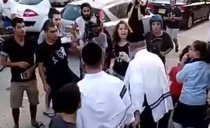 הפגנה נגד מנהג הכפרות (צילום: ישראל כהן)