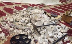 ערימות אבנים שנאגרו בתוך המסגד, היום