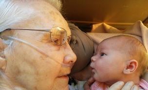תינוקת וסבתא רבא (צילום: Fishtails, imgur.com, noon)