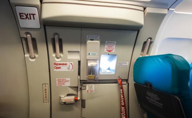 יציאת חירום במטוס (צילום: אימג'בנק / Thinkstock)