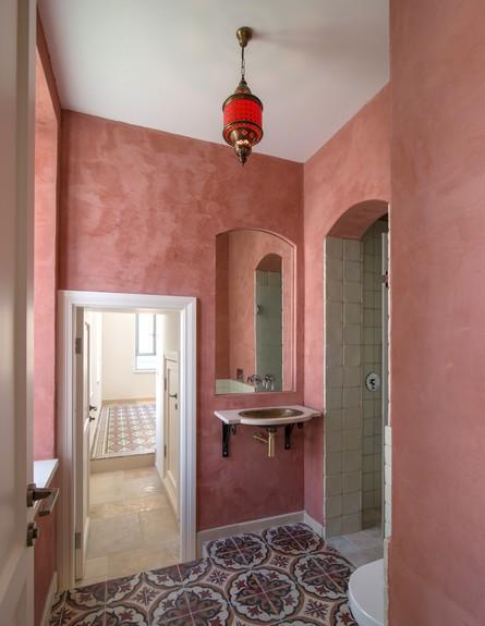 בית בבקעה מקלחת ושירותים  (צילום: אילן נחום)
