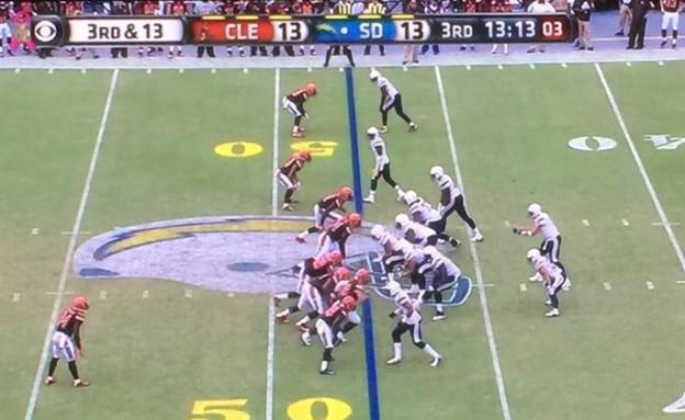 מה לא בסדר בתמונה - פוטבול (צילום: CBS)
