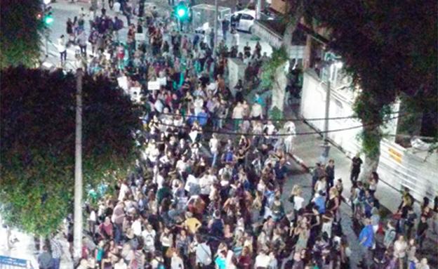 מאות הגיעו למחות (צילום: אסף טלמור)