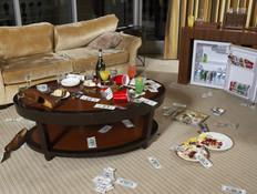 חדר מבולגן במלון (צילום: אימג