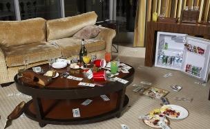 חדר מבולגן במלון (צילום: אימג'בנק / Thinkstock)