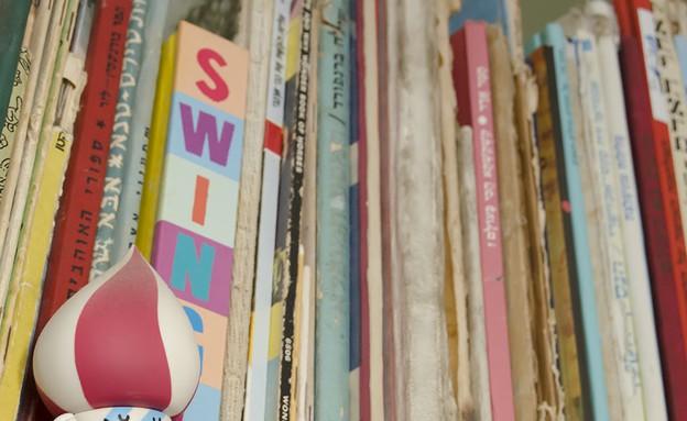 הדירה של מיקי וזיו, ספרים (צילום: עומרי אמסלם)