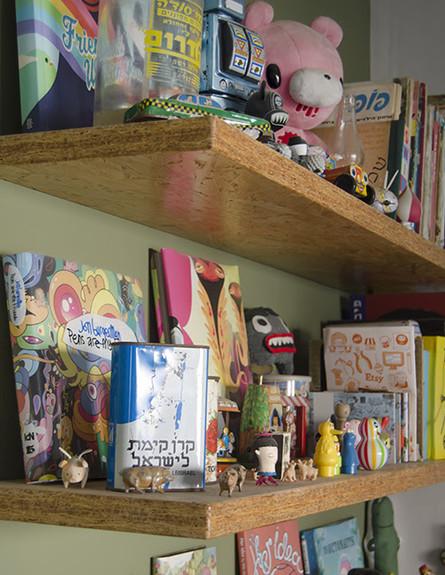 הדירה של מיקי וזיו, מדפים גובה (צילום: עומרי אמסלם)