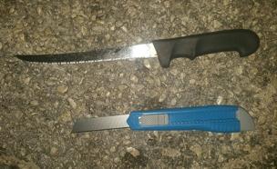 סכיני המחבל בתפוח (צילום: חדשות 2)