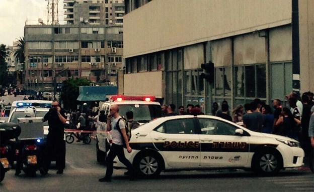 המחבל נורה ונהרג ברחוב מוזס הסמוך (צילום: הילאל סרחאן)