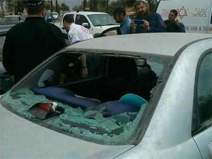 רכב שנפגע מאבנים בגוש עציון