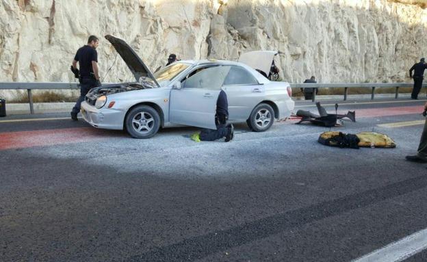 המכונית לאחר הפיצוץ, היום (צילום: חטיבת דובר המשטרה)