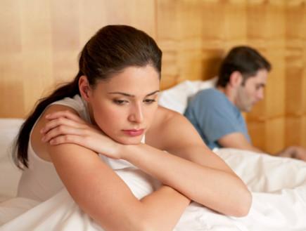 זוג במיטה - אישה מתוסכלת