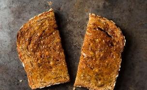 טוסט עם חמאה (צילום: food52.com)