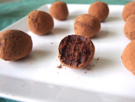 טראפלס שוקולד אבוקדו (צילום: Emily Hu, spoonuniversity)