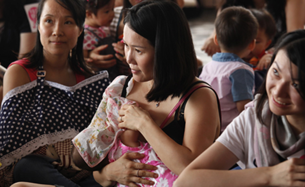אמהות בסין (צילום: רויטרס)