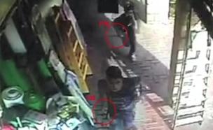 המחבלים כפי שתועדו בזירת הפיגוע (צילום: משטרת ישראל)