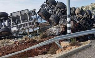 """זירת התאונה, הבוקר (צילום: דוברות מד""""א)"""