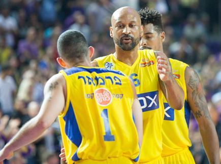 סמית' מרוצה. עוד ניצחון לצהובים (צילום: עודד קרני) (צילום: ספורט 5)