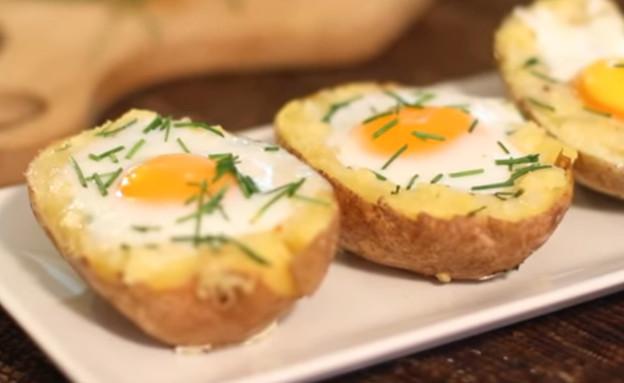 תפוח אדמה אפוי עם ביצה (צילום: youtube)