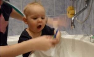 פייסבוק מזהה תינוק מצחצח שיניים (צילום:  Photo by Flash90, פייסבוק)