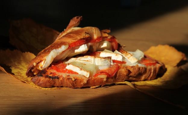 קרואסון פיצה (צילום: שמרית קליש, אוכל טוב)