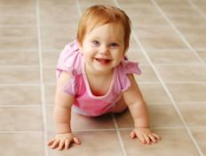 תינוק זוחל 1 (צילום: istockphoto)