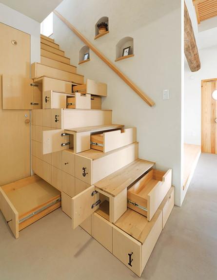מדרגות מיוחדות 16, מדרגות עם הרבה מקום אחסון (צילום: architecturend)