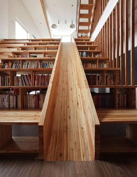 מדרגות מיוחדות 19, גם ספרייה, גם מגלשה, בעיצוב Moon Hoon (צילום: Moon Hoon)
