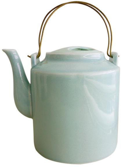 פריטים, קומקום ירקרק לתה ולקפה של חפצים, 89 שקל (צילום: יחצ חפצים)