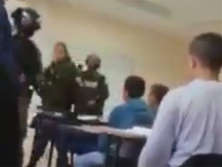 שוטרים ולוחמים בכיתה