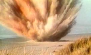 פיצוץ בחוף (צילום: media.npr.org)