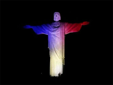 פסל ישו בברזיל, הלילה