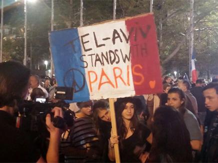 ישראלים משתתפים בכאב העם הצרפתי (צילום: חדשות 2)