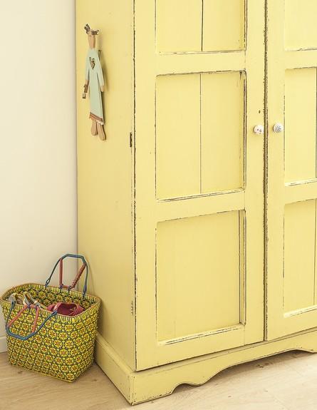 נועה פז, ג, ארון הילדות של האב נצבע בצהוב (23)