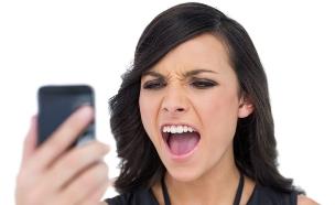 צועקת על הטלפון (צילום: Thinkstock)