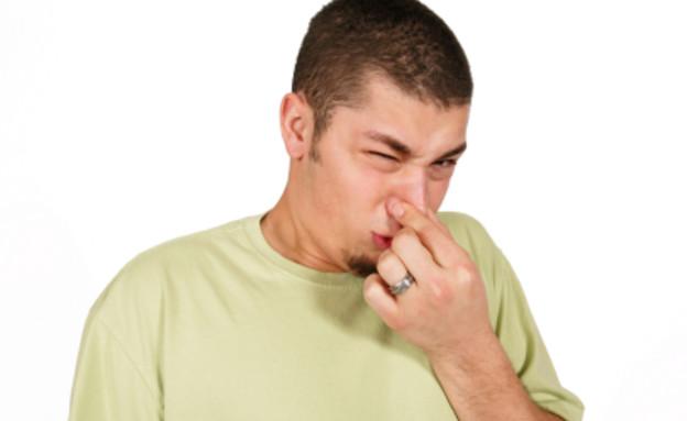 בחור מסריח (צילום: istockphoto)