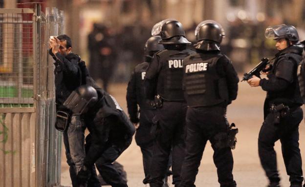 כוחות המשטרה בפריז, הבוקר (צילום: רויטרס)