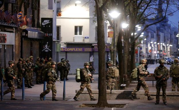 הפשיטה בסן-דני (צילום: רויטרס)