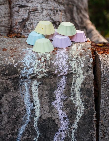שירה גנני 01, מתכון ביתי להכנת צבעי גיר (צילום: evenyaru.com)