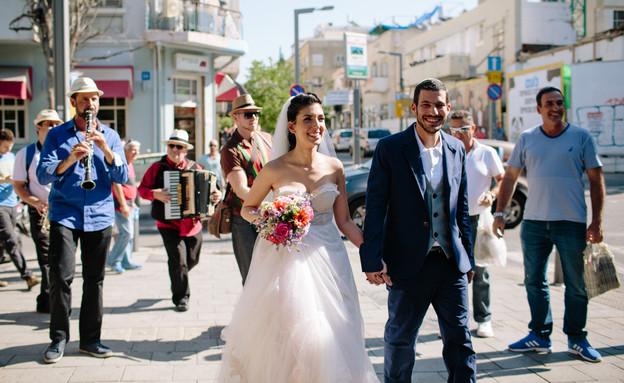 חתונת רחוב בתל אביב (צילום: ראובן שאול Eight Bells - Wedding Imagery)