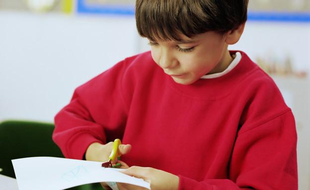 ילד גוזר (צילום: אימג'בנק / Thinkstock)