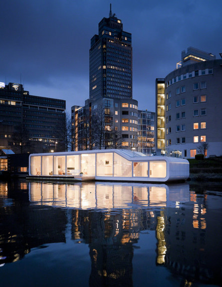 על נהר אמסטל (צילום: plus31architects.com)