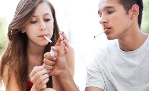 בני נוער מעשנים (אילוסטרציה: Shutterstock, מעריב לנוער)