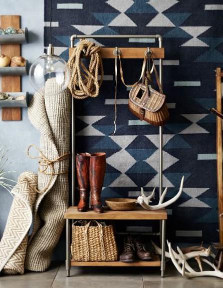 אחסון חורף, רהיט אחד לנעליים, מעילים ותיקים בעיצוב west elm (צילום: מתוך פינטרסט)